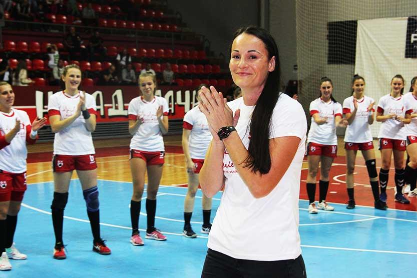 You are currently viewing Jasmina Kolak: kraj blistave karijere